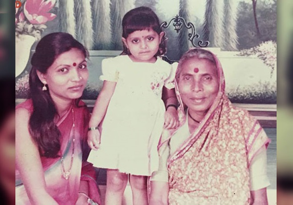 Kalpana Saroj with her daughter and mother