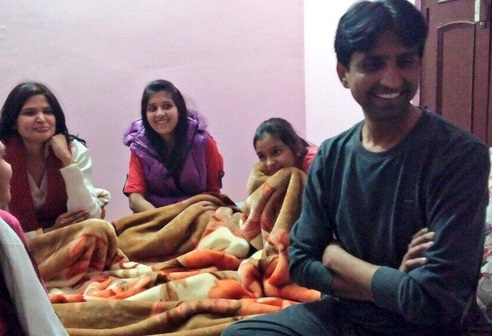 Kumar vishwas with his wife and daughters